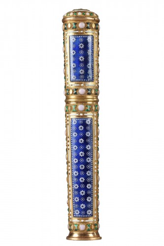 Gold, cylindrical case for wax with translucent blue enamel