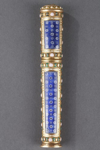 Louis XVI - Gold, cylindrical case for wax with translucent blue enamel