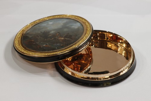 Objects of Vertu  - Gold Candy box with miniature inspired by Parrocel French Restauration