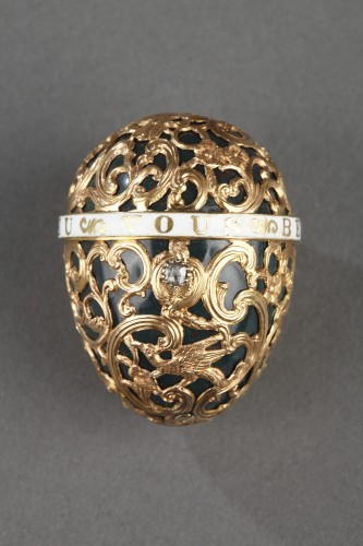 A 18th century gold cage work mounted bloodstone egg .  -