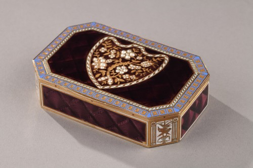 Early 19th Century Swiss gold and enamelled snuff box. - Objects of Vertu Style Empire