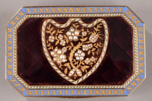 Objects of Vertu  - Early 19th Century Swiss gold and enamelled snuff box.