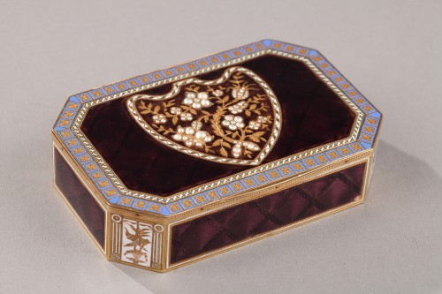 Early 19th Century Swiss gold and enamelled snuff box. -