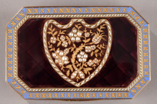 Antiquités - Early 19th Century Swiss gold and enamelled snuff box.