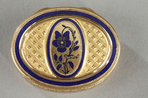 Objects of Vertu  - Early 19th Century Gold Vinaigrette