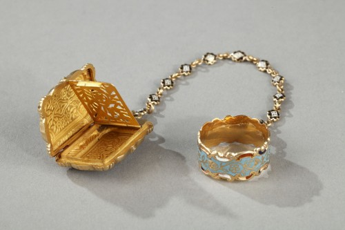 Mid-19th Century Gold Vinaigrette and ring - Antique Jewellery Style Louis-Philippe