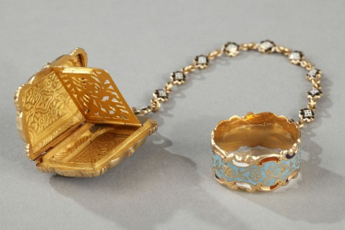 Antique Jewellery  - Mid-19th Century Gold Vinaigrette and ring