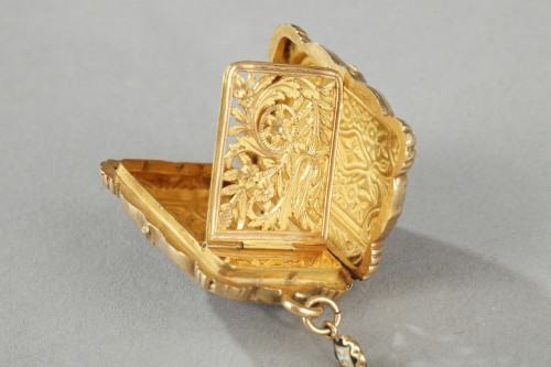 19th century - Mid-19th Century Gold Vinaigrette and ring