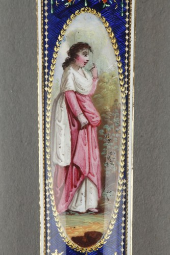 Gold and enamel needle or wax case -