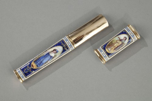 Antiquités - Gold and enamel needle or wax case