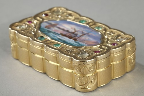 Antiquités - A swiss enamelled gold snuff-box for the oriental market. circa 1820-1830