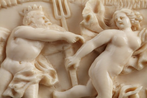 Antiquités - A late 18th Century continental ivory plaque
