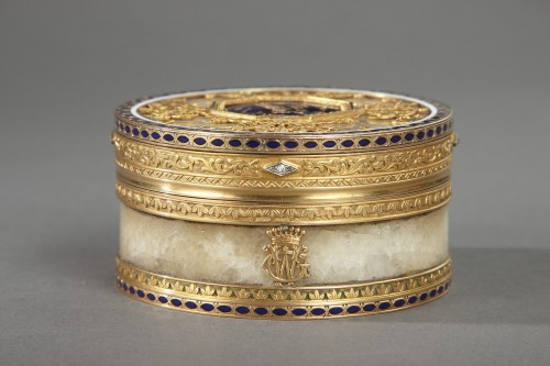 Objects of Vertu  - Quartz and gold snuff box with enamel and diamond. Rozet and Fishmeinster