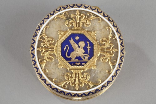 Quartz and gold snuff box with enamel and diamond. Rozet and Fishmeinster  -