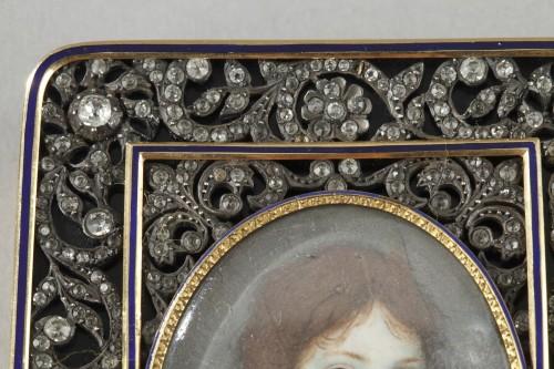 Hanau Gold snuffbox with strass and portrait - Restauration - Charles X