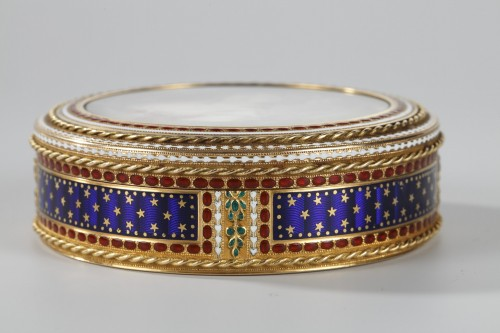 Gold and enamel bonbonniere with miniature on ivory -