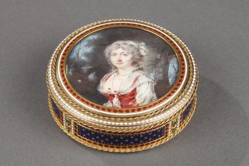 18th century - Gold and enamel bonbonniere with miniature on ivory