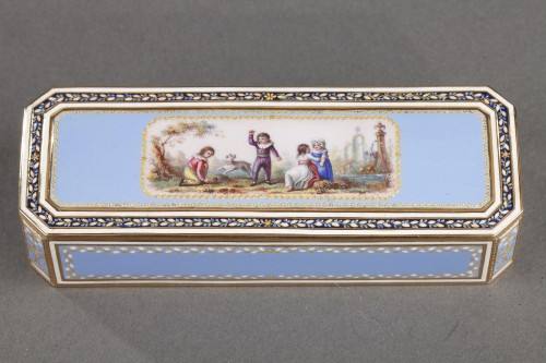 Objects of Vertu  - Gold and sky blue enamel snuffbox