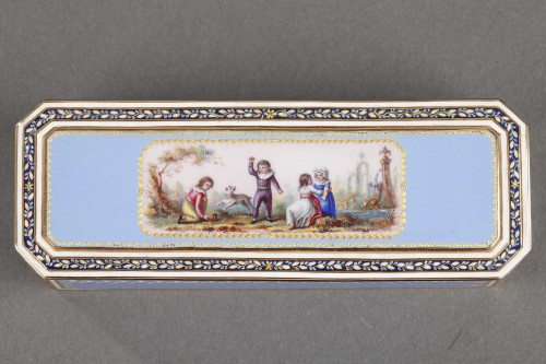 Gold and sky blue enamel snuffbox -