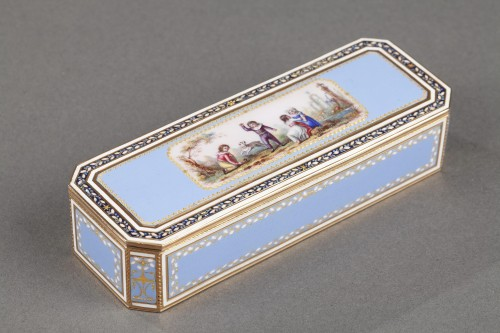 Antiquités - Gold and sky blue enamel snuffbox