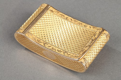 Early 19th Century curved snuff box -