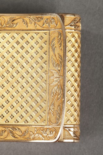 19th century - Early 19th Century curved snuff box