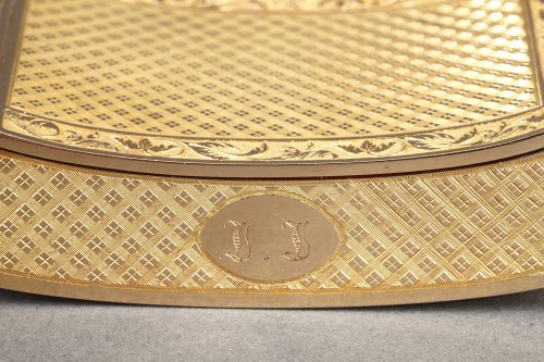 Restauration - Charles X - Early 19th Century curved snuff box