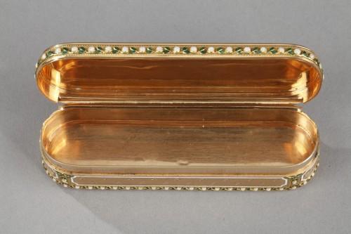 Antiquités - A 18th-Century Gold and enamel case. Hanau