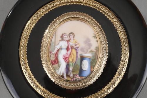 18th century - Circular box in brown tortoishell