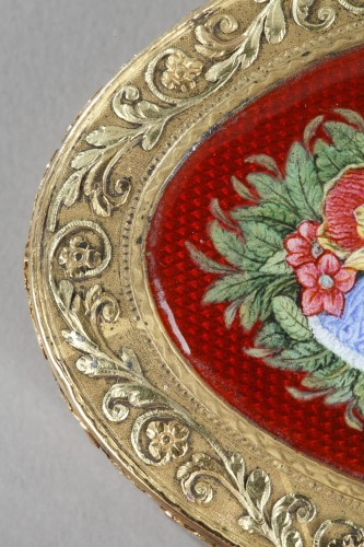 19th century - snuffbox in multicolored gold and enamel