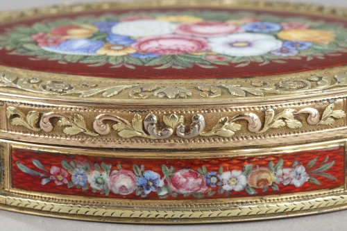 snuffbox in multicolored gold and enamel - Restauration - Charles X