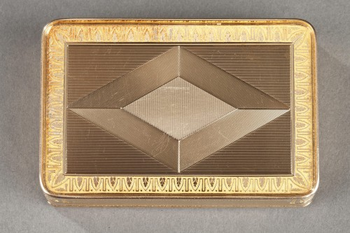 Objects of Vertu  - Early 19th century gold box