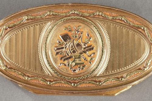 Objects of Vertu  - Gold snuff box