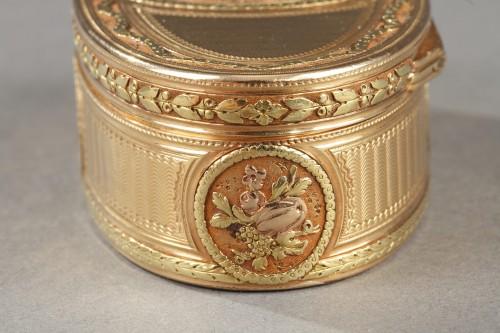 Antiquités - Gold snuff box