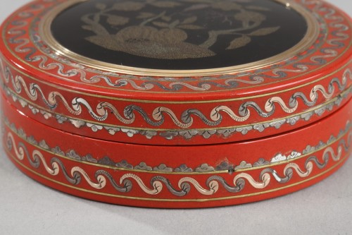 18th century - Varnish and gold pique-work box mid-18th century