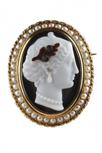 Gold-Mounted Agate Cameo Brooch