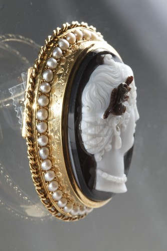 Gold-Mounted Agate Cameo Brooch - Antique Jewellery Style Napoléon III