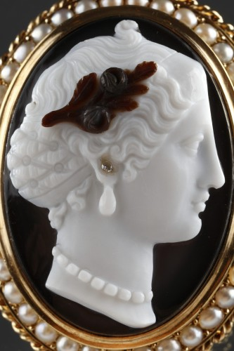 Antiquités - Gold-Mounted Agate Cameo Brooch