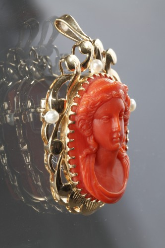 Antique Jewellery  - 19th century Gold and Coral Brooch Pendant