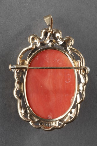 19th century Gold and Coral Brooch Pendant  -
