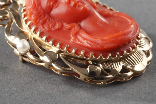 19th century - 19th century Gold and Coral Brooch Pendant