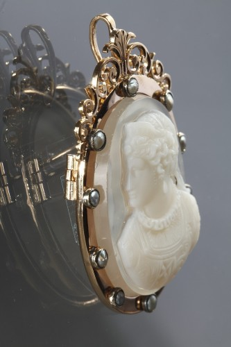 Gold Brooch with Agate Cameo and Pearls - Antique Jewellery Style Napoléon III