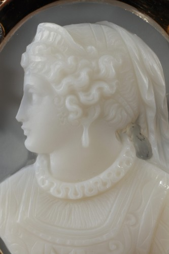 19th century - Gold Brooch with Agate Cameo and Pearls