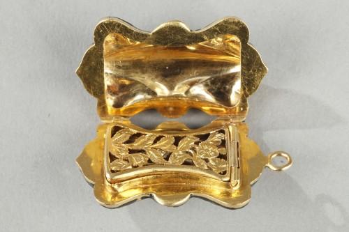Antique Jewellery  - Multi-lobed, gold vinaigrette with black enamel
