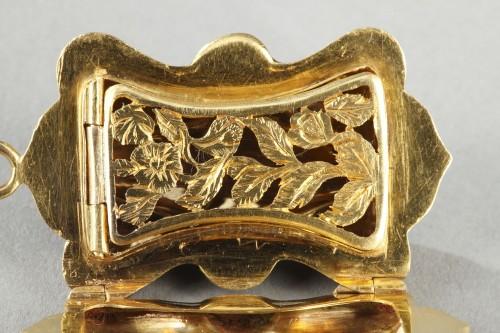 Multi-lobed, gold vinaigrette with black enamel -
