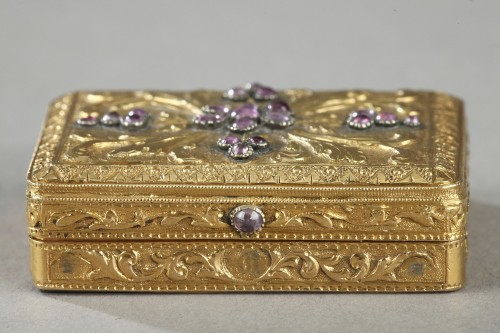 Objects of Vertu  - gold vinaigrette with a hinged lid