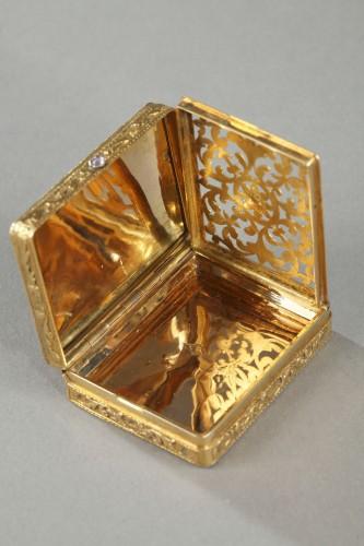 Antiquités - gold vinaigrette with a hinged lid