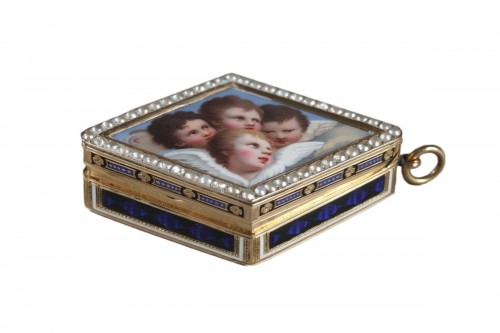 Diamond-shaped vinaigrette with enameled gold and bordered with pearls