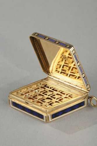 Diamond-shaped vinaigrette with enameled gold and bordered with pearls - Directoire