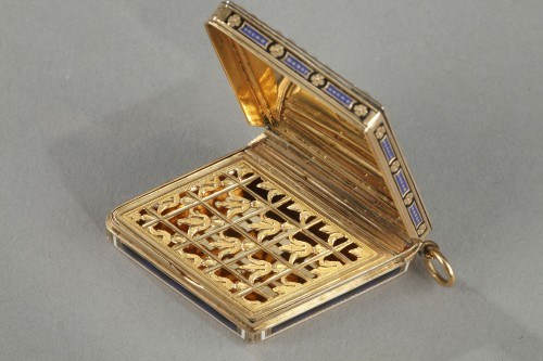 Antiquités - Diamond-shaped vinaigrette with enameled gold and bordered with pearls